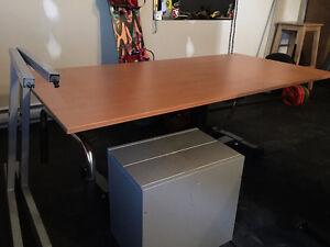 Table de travail avec tiroir filière double à 45$