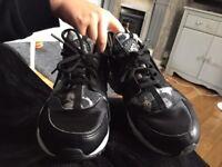 Nike huaraches ltd edition size 6