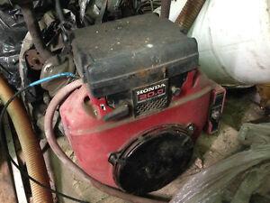 2 20hp Honda engines.  $1000 each Regina Regina Area image 2