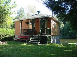 Chalet 4 saisons - Ripon QC - Four seasons waterfront cottage