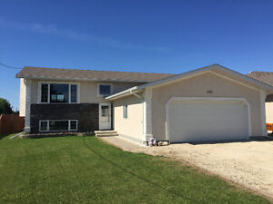 STUNNING Open concept home! Only 20 MIN OUTSIDE OF WPG!