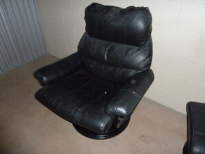 Leather Recliner & Ottoman West Island Greater Montréal image 2