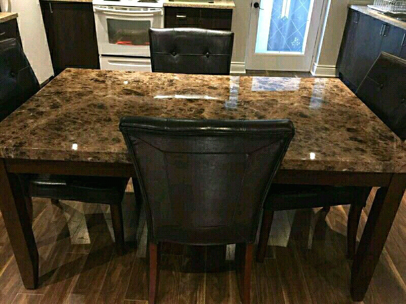 Faux marble table with chairs dining table marbe avec for Chaise de salle a manger kijiji