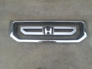 Factory used grille for a 2009-15 Honda Pilot (G0014)