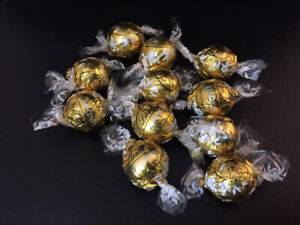 11 White Chocolate Lindt Balls