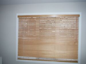 Store horizontaux de bois -  Horisontal wood blinds