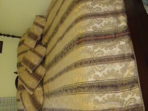 COMFORTER SET WITH TOSS PILLOW& SHAMS