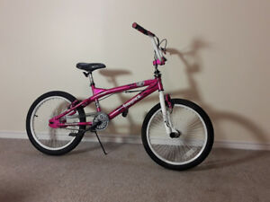 Excellent Condition Girl's Avigo BMX bike