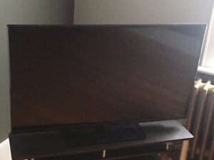 48' LED TV - Excellent condition