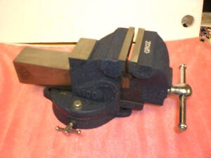 """NEW Heavy duty bench vise with swivel base  4"""""""