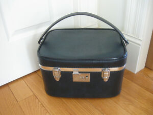 FASHION LEATHER CARRY-ON FITTED COSMETIC TRAIN / PLANE CASE .'60