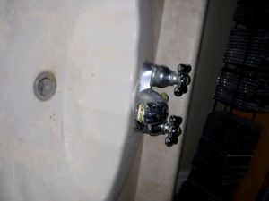 Bathroom sink, with tap.