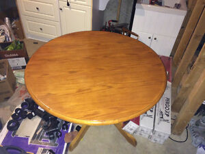 Wooden table London Ontario image 1