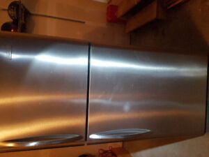 STAINLESS STEEL FRIGIDAIRE WITH ICE MAKER