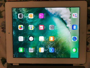 iPad 4 16gb good condition with case...