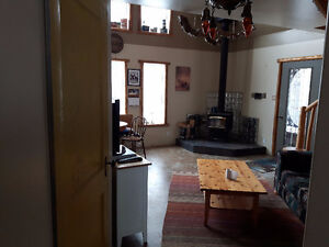 Cozy Country Home----Furnished!