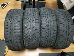 Four P195/65R15 UNIROYAL TIGERPAW ICE&SNOW 2 tires
