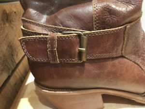 """Women's """"Charlie Horse"""" 7.5B cowboy boots AS NEW / HALF PRICE!"""