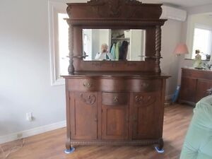 Very old Buffet and hutch needs a good home