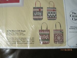 Creative Circle Christmas Mini Gift Bags kit