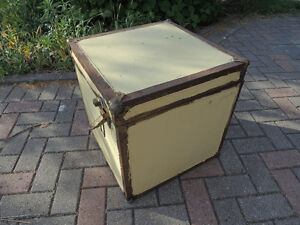 Steamer trunk, Coffee table, Antique trunk, Antique chest.