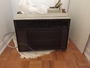 Air Conditioner 700 BTU