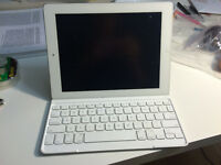 iPad 4 white 32GB + logitech keyboard