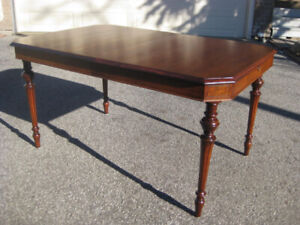Elegant Antique / Vintage Mahogany Dining / Kitchen Table