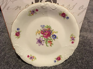Antique Wawel Meissen Flower Fine China Set, 8-Place setting Kitchener / Waterloo Kitchener Area image 2