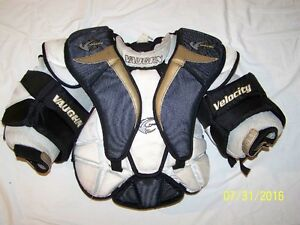 VAUGHN VELOCITY 3 7200 JR M GOALIE CHEST PROTECTOR