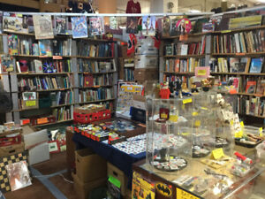 SNOBBYS BOOKS AND COLLECTIBLES AT THE CROSSROADS MARKET