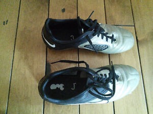 Nike CTR360 soccer cleats excellent condition youth sz 4