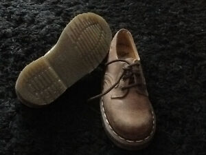 NEW DOC DR. MARTENS 3 HOLE ORIGINAL ENGLAND SHOE BOYS