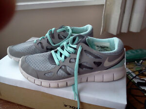 Nike Free Runners - like new!