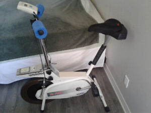 Bicyclette d'exercice stationnaire