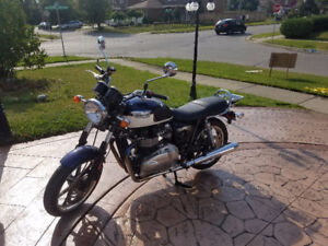 Triumph Bonneville SE (Mint condition)