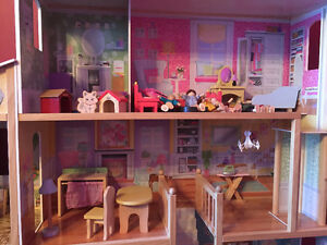 Girls large wooden dollhouse with furniture Peterborough Peterborough Area image 3