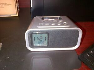iHome iH22 Alarm Clock Docking Station for iPod4 or IPhone 4
