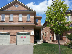 Beautiful semidetached house for rent in Mississauga
