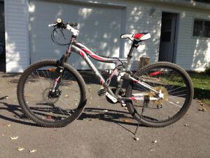 """FOR SALE : Mountain Bike 24-speed, 22"""" wheels"""