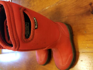 Kid's Bogs Insulated Winter Boots size 10 Red
