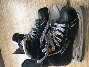BAUER size 1 skating shoes
