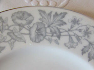 Vintage WEDGWOOD Wildflower Bone China Lunch Plates
