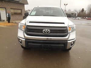 2014 Toyota Tundra SR5 5.7L V8 Double Cab 4WD Peterborough Peterborough Area image 9