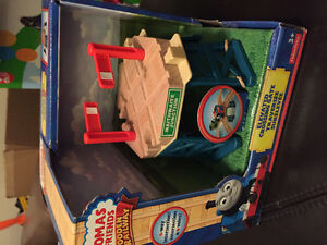 New! Thomas and friends elevated crossing gate