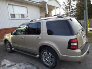 2006 Ford Explorer Limited...this is top of the line!!!