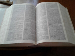 Hardcover French dictionary 1995;  2551 pages