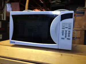 small microwave suitable for student