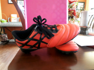Girls soccer cleats size 3