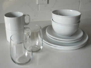10 CRATE and BARREL White Logan Dinnerware Pieces